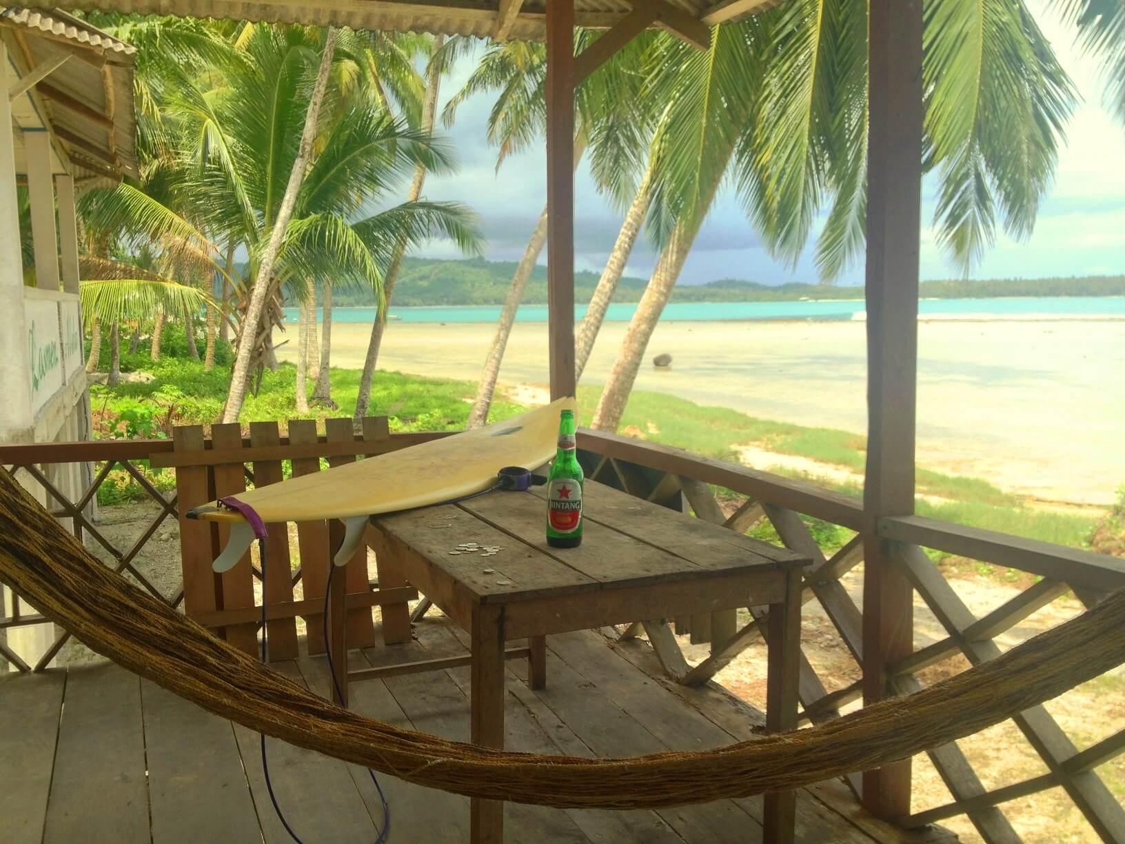 Surfing Nias: Licht und Schatten im Paradies