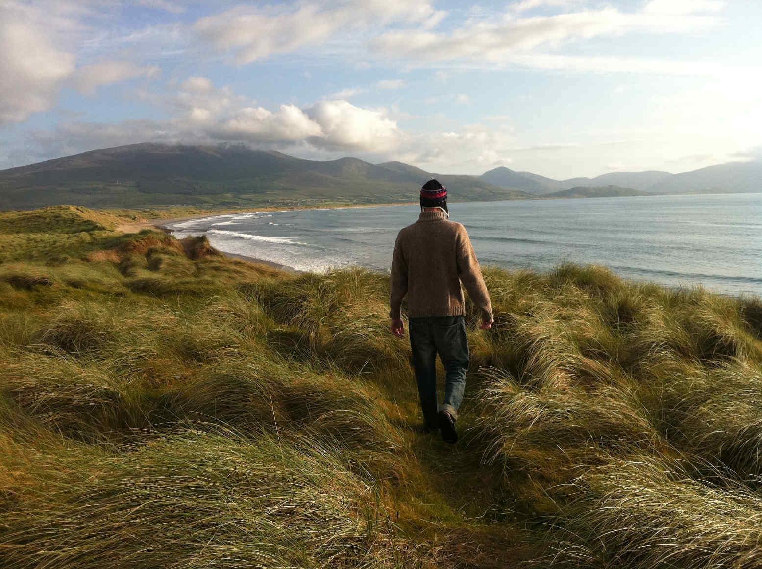Dünen an einem Strand in Irland
